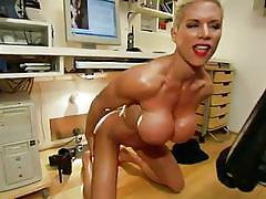 Muscled blonde lady loves to dominate