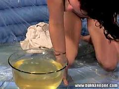 Malicia bathes in golden shower