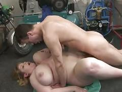 Blonde bbw-milf with the repairman