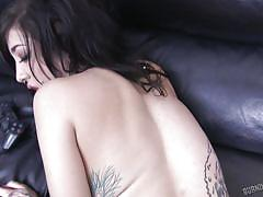 Tattooed kelsi lynn gets horny