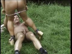 Teenie anal - beine breit zum arschficken