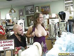 Teen babe roxanne rae sucking cock