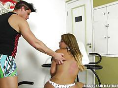 Hot booty shemale sucked by a muscled dude