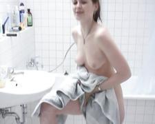 Anne duscht 2