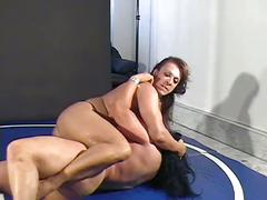 Nina vs china - topless fbb catfight