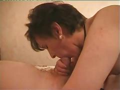 Mature slut gets her pussy serviced