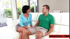 Mature milf mom emma ryder munched by teen dude