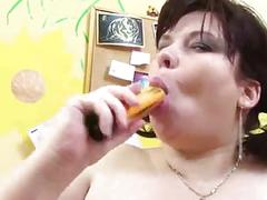 Mature bbw aims to self satisfy herself