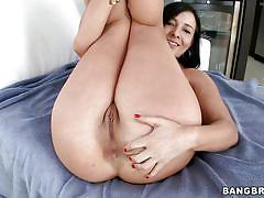 Big booty brunette fingering herself before fucking