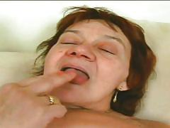 Mature slut brunette doing a great blowjob
