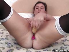 British milf loves anal play