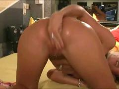 Extreme amateur fisting and toying2