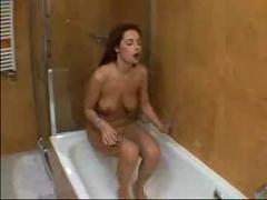 Czech slut toys her twat in the bath