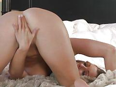 Elisa inserting a dildo in her pussy