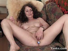 Yanks:beauty alex masturbating her pussy with toy