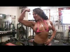 Tanned muscle woman attempt to fist-fuck her pussy
