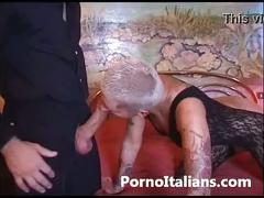 Bionda tatuata figa rasata scopa con maschio dal cazzo enorme italian tatoo