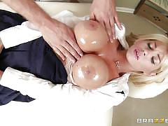 Big breasted mom gets a good rubbing