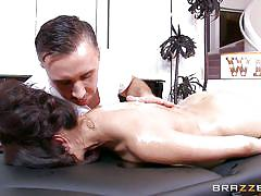 Brunette milf can deep throat