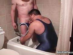 Fat dude sucking cock and drinking pee.