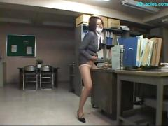Office lady rubbing her pussy to the desk...