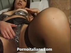 Amatoriale italiano - moglie  si masturba la figa con vibratore - italian wife