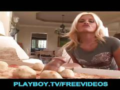 Sausage pizza delivery in mouth and pussy