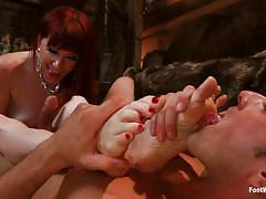 I`m your mistress, lick my feet