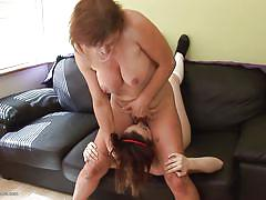 Mom gives her girl some pussy
