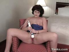 Milf uses hitachi wand to orgasm finale