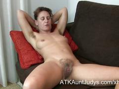 47-year old shy milf inge spreads her legs