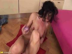 Slutty mom inserts dildo