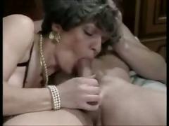 Reife lady gefickt und gefistet