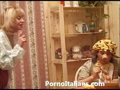 Matura italiana con tre maschi - italian lady cougarg granny milf very hot busty