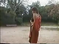 Laura nuda al parco