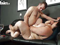 Fat girl gets her cunt pounded