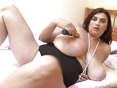 Fatty masturbates with black dildo