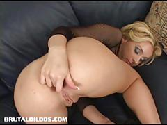 Sizzling kelly rams her dildo deep in her hot ass.