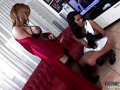 Big cock shemale sucked by a brunette bitch