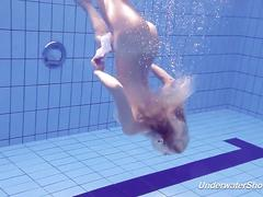 Proklova takes off bikini and swims under water