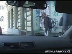 Cogiendo en el auto por dinero con una amiga