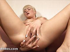 Russian anita putting a thick dildo on her ass