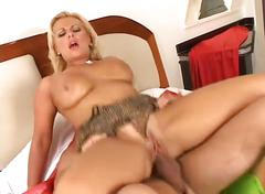 Hot milf tastes cum juice and loves it