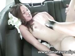 Amateur girl gets fucked in a moving car
