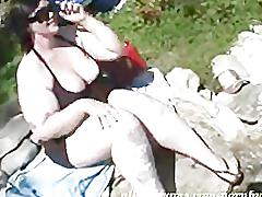Chubby bbw does it good near the lake