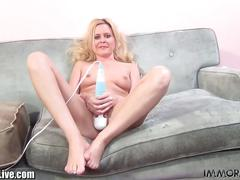 Blonde slut kelly surfer squirts a lot