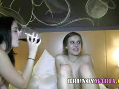 Dos parejas jovencitas de brunoymaria se emborrachan y montan esta orgia real