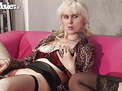 Two blondes masturbate together
