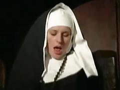 Nonne  se confesse