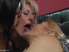 Klarisa (40), julia (21), jana (72)